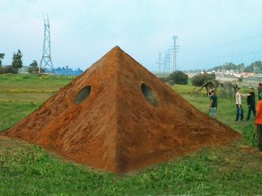"דניאל פלאיי. ""פירמידה""."