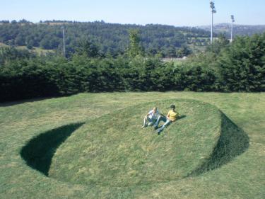 """Round Balance"", France 2008. Soil, grass 900 x 900 x 260."