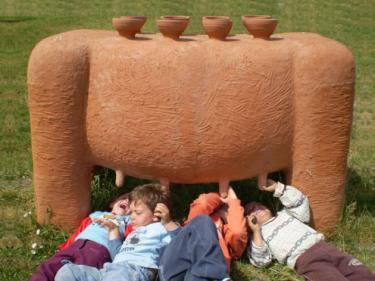 """MAMA TERRA"" 2007 clay, 100 x 160 x 60 cm. Israel."