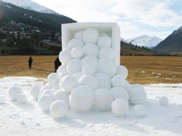 """""""Winter Fruit"""", Italy 2012. Snow, 300 x 700 x 600 cm."""
